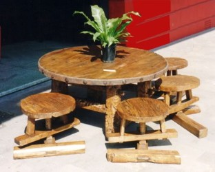 Outdoor Round Table Set with Spin Stools