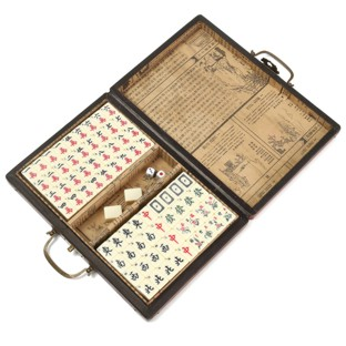 Traveller Mahjong Set in Red Case