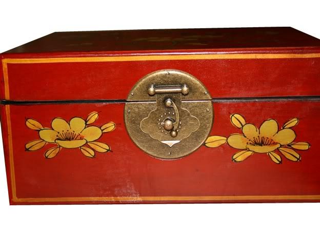 Medium Red Leather Case - Flower - Lock Detail