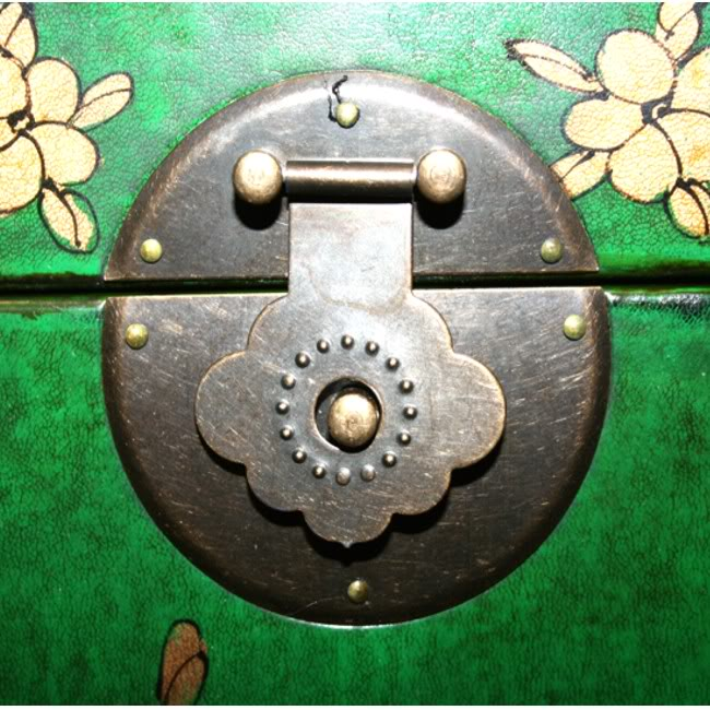 Green Leather Wine Box - Lock Close Shot