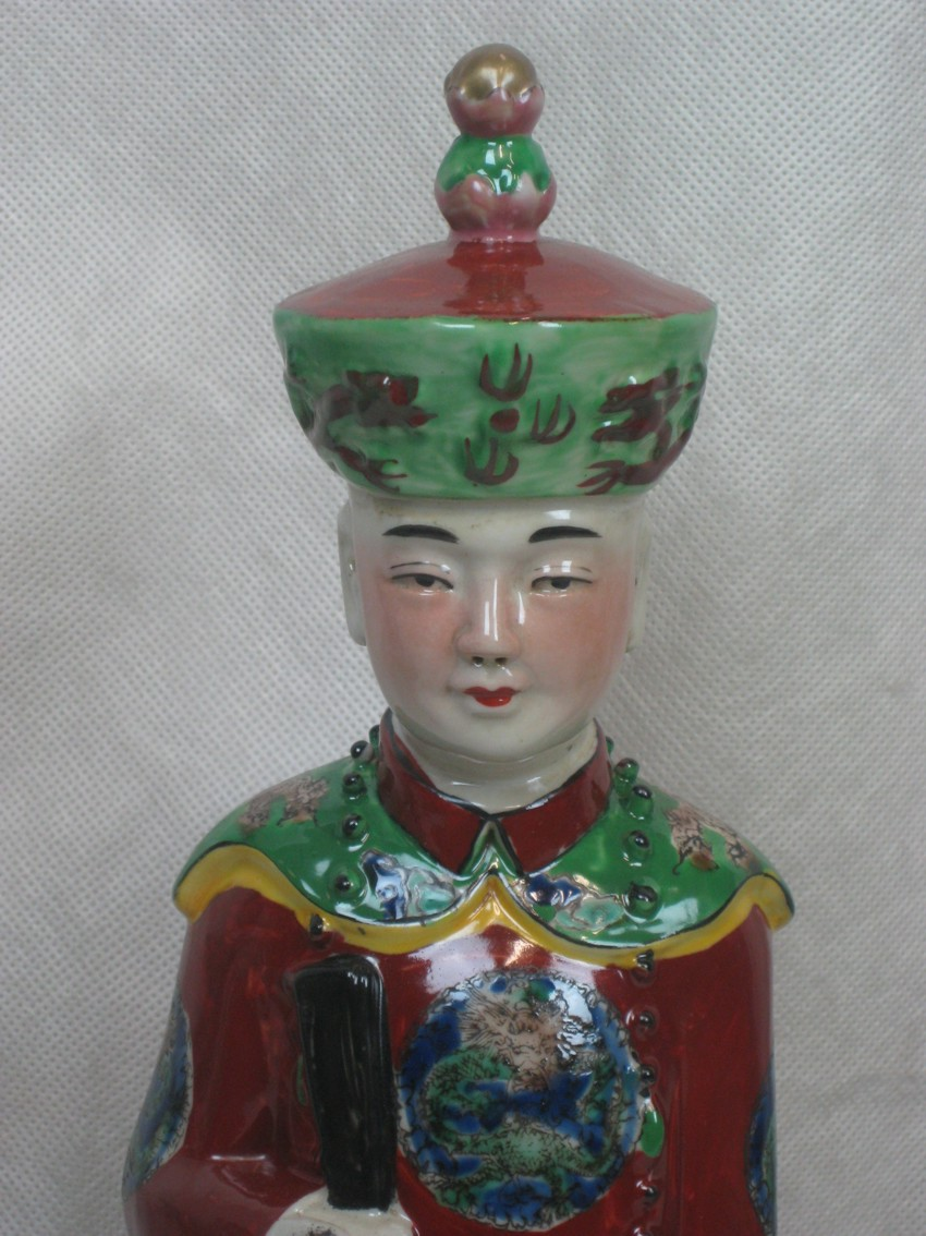 Chinese Porcelain Qing Dynasty Emperor Qianlong Statue Figurine