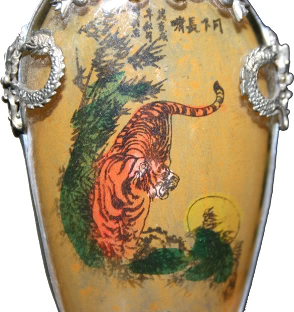 Beautiful Framed Glass Snuff Bottle with Double Side Painting - Detail 1